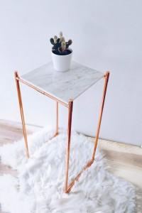 Kupfer Tisch Marmorplatte Kaktus Lammfell