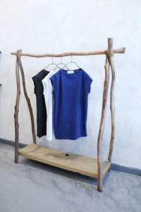 Garderobe natürliches Holz Treibholz Tshirt Marineblau