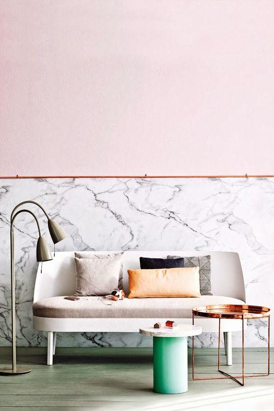 Einrichtung 2017 Marmor Tapete rosa Wand Kupfer tisch